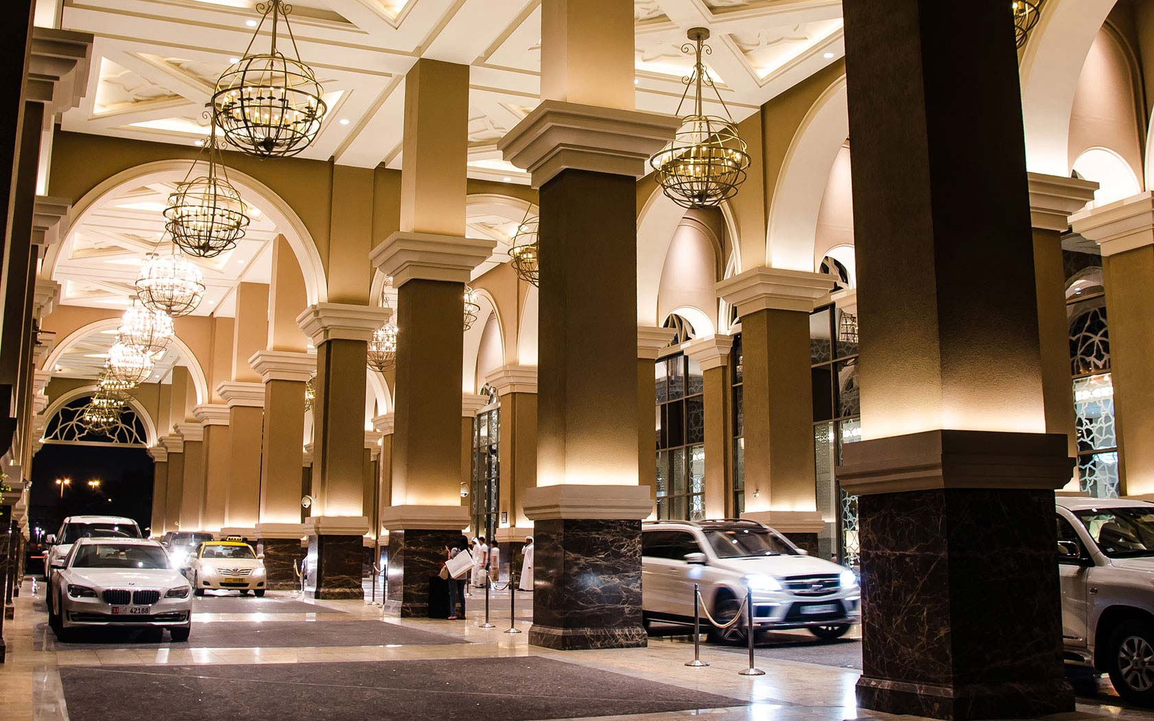 Delta lighting solutions projects kempinski mall of for What is a porte cochere