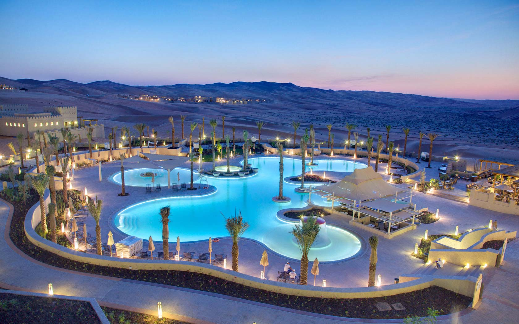 Delta lighting solutions projects anantara qasr al - Photo des piscines ...